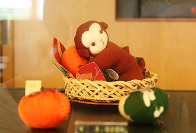 お猿さんと柿.jpg