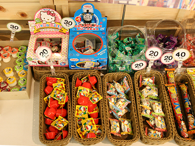 駄菓子コーナー商品.jpg