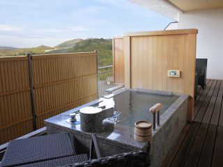 Room with open air-bath (open-air bath in the room is not hot spring)
